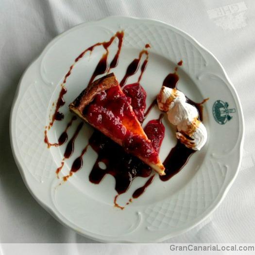 Restaurante Arcos de la Laguna's strawberry cheesecake