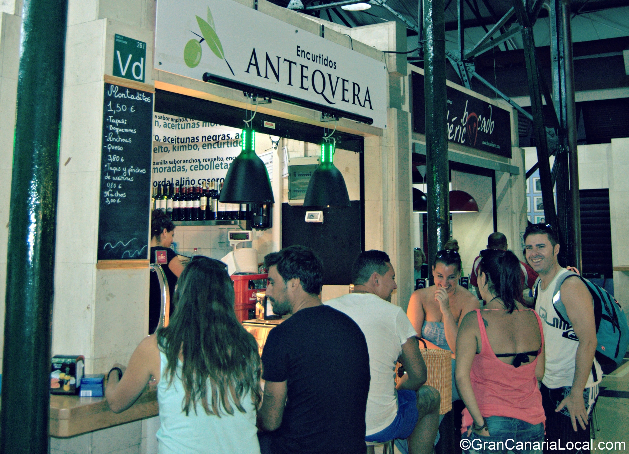 The Mercado del Puerto's Encurtidos Antequera is a popular meeting point