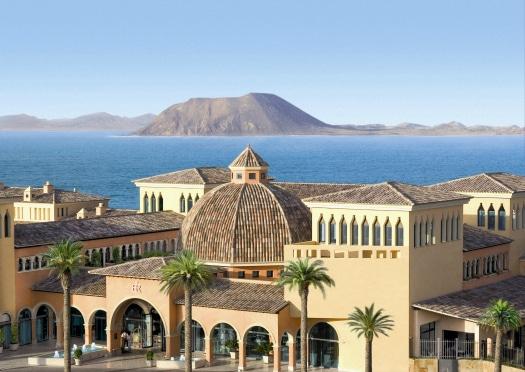 The imposing Gran Hotel Atlantis Bahía Real