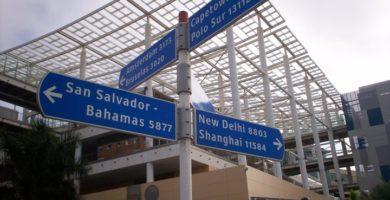 Signpost Outside El Muelle