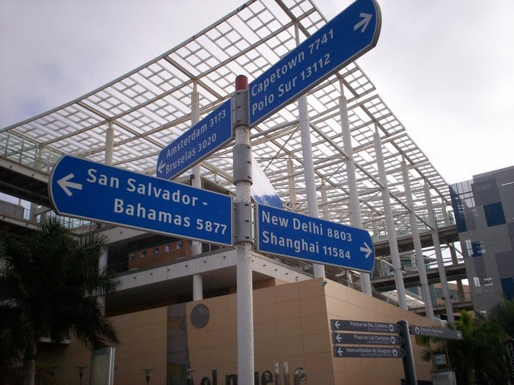 Signpost Outside El Muelle
