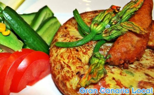 Tortilla y ensalada at Restaurante Marmitia