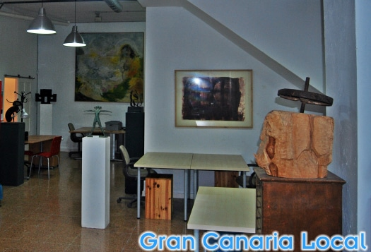 Unlike at most workspaces, the art at Soppa de Azul has been created by its owner